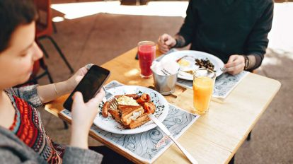 How to Get Free Cell Phone Service Without Paying